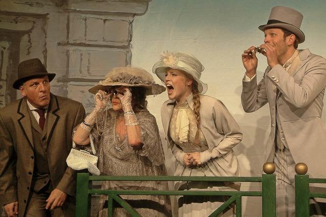 3 Länder Theater Riehen bringt die Geschichte vom einfachen Blumenmädchen auf die Bühne der Oberrheinhalle