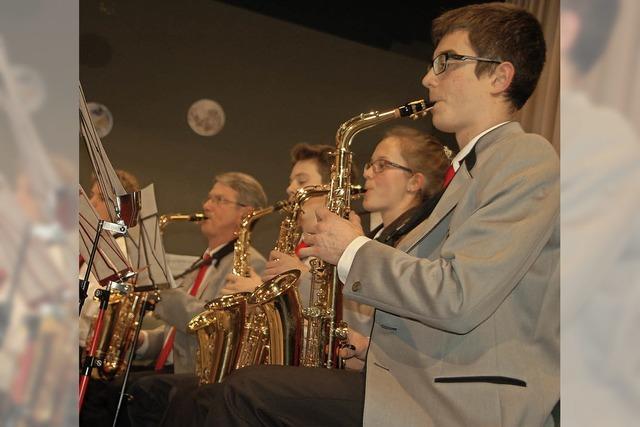 Ein Orchester, das nach den Sternen greift