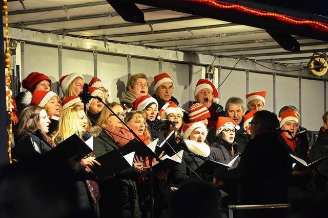 Der Christmas Truck erfreut Tausend Zuhörer