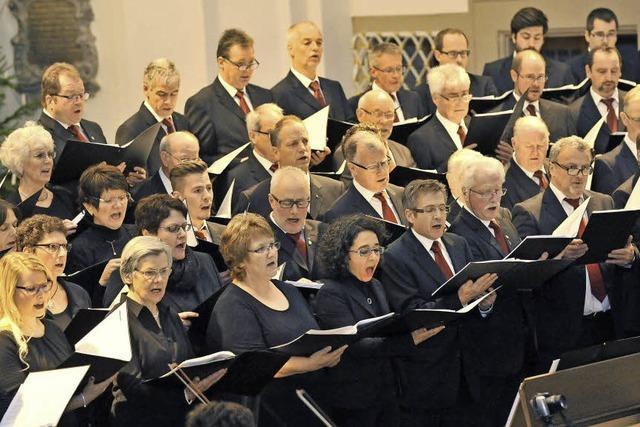 Die Chorfamilie singt und alle kommen