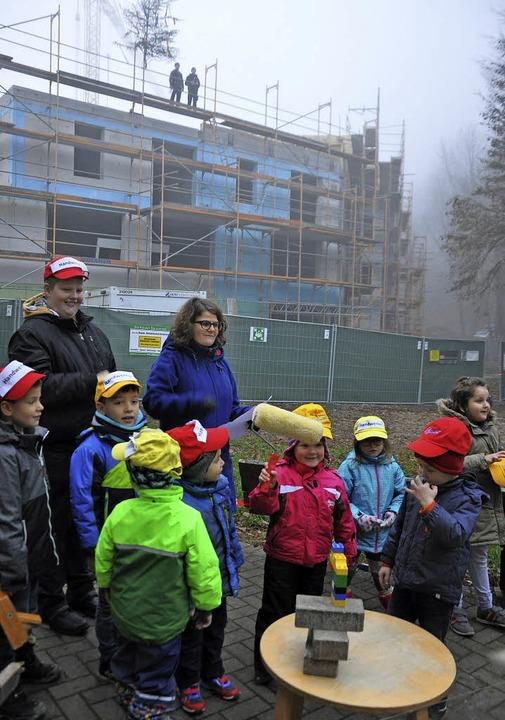 Kleine und große Handwerker wirken bei...-Fachklinik Münstertal in Staufen mit.  | Foto: Rainer Ruther