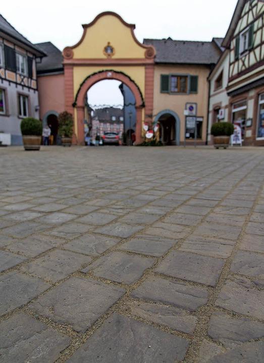 Die BI lässt nicht locker und kritisie...rbelag am neu gestalteten Marienplatz.  | Foto: Michel