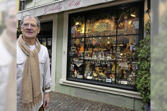 Günther Roth betreibt seit 50 Jahren sein Kunsthandwerk-Geschäft