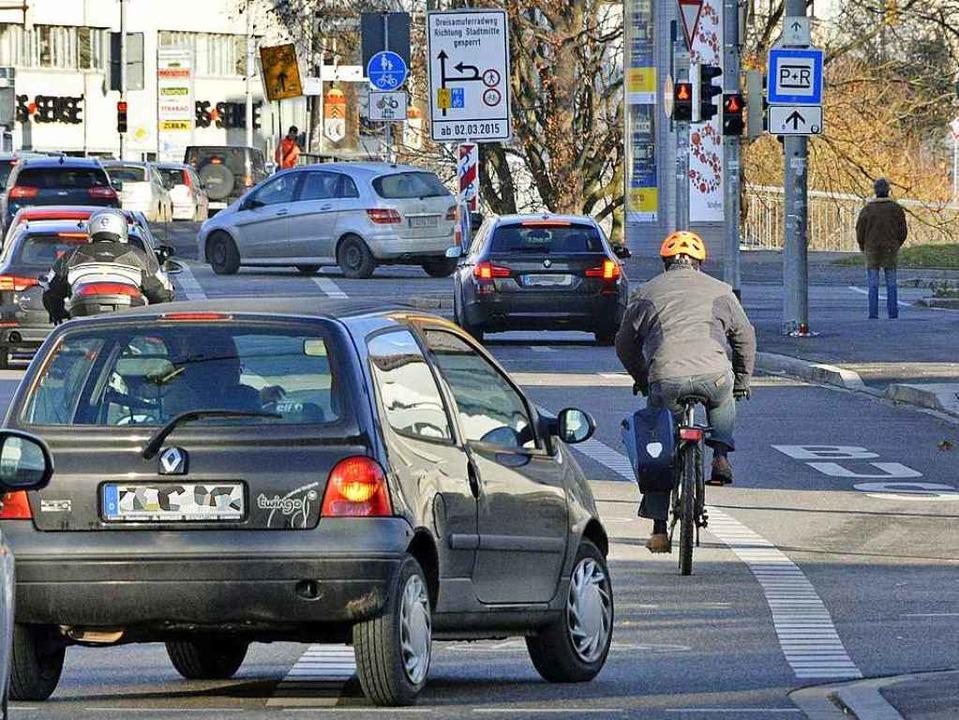 Die Heinrich-von-Stephan-Straße ist ei...forderung für alle Verkehrsteilnehmer.  | Foto: Michael Bamberger