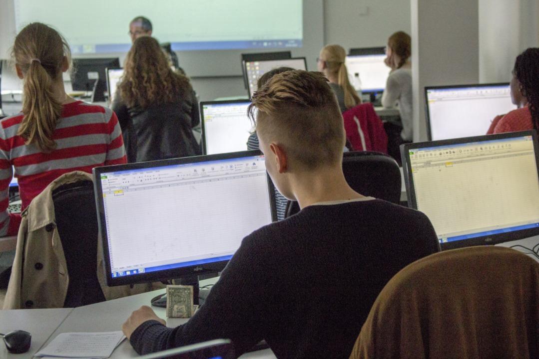 Technik ist in den Klassenzimmern der ANGELL Akademie kein Fremdwort.  | Foto: ANGELL Akademie