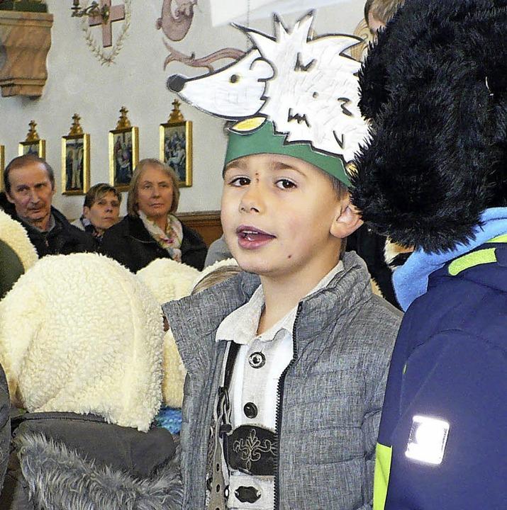 In die Rolle verschiedener Tiere schlü...ei der Geschichte vom Schwarzen Schaf.    Foto: Gertrud Rittner