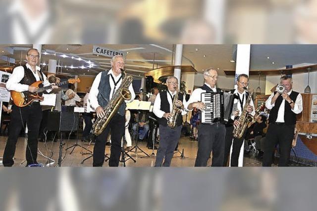 Benefizkonzert mit der Cultband aus dem Münstertal in der Theresienklinik Bad Krozingen