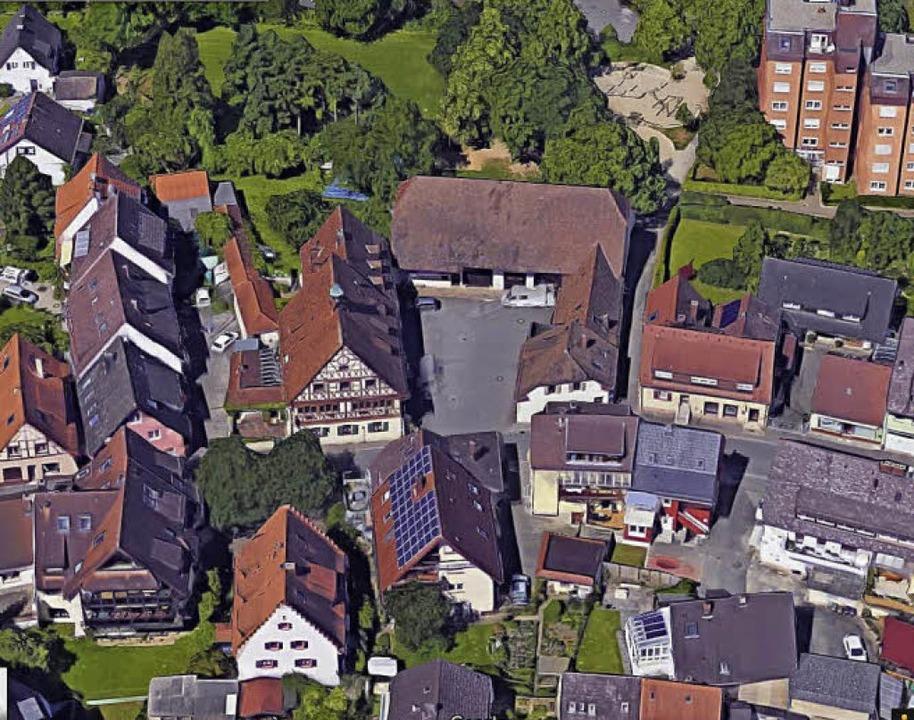Das Stube-Areal  an der Blumenstraße (...nd die Ballspielwiese mit Spielplatz.     Foto: Google-Luftbild/GeoDasis-DE/BKG
