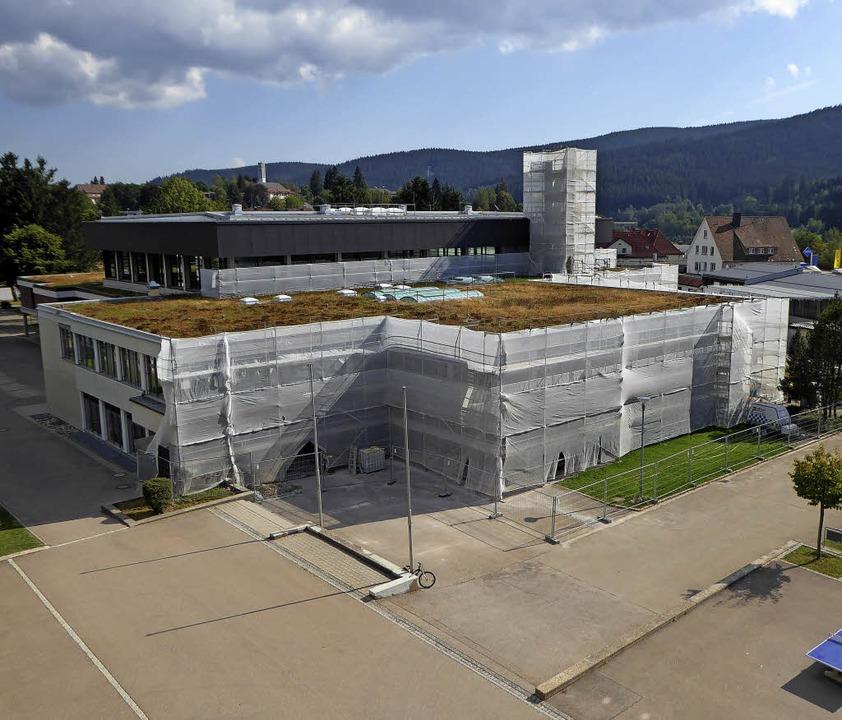 Auch in den Ausbau der Schulen wird viel Geld investiert  | Foto: Peter Stellmach