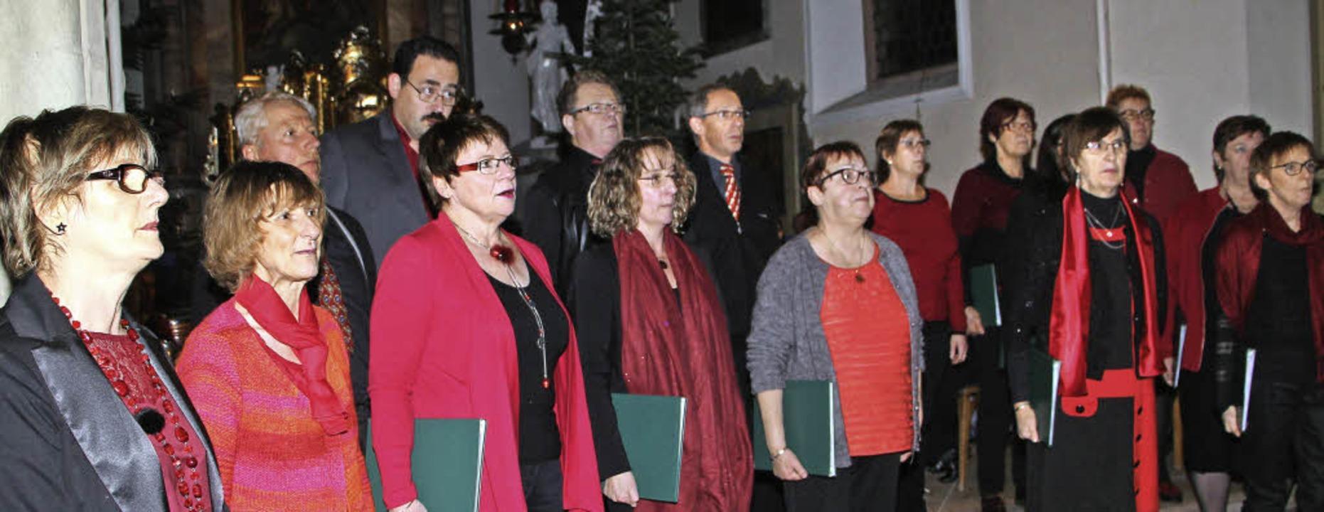 Sängerinnen und Sänger aus Sigolsheim ...en das Weihnachtskonzert in Burkheim.   | Foto: Herbert Trogus