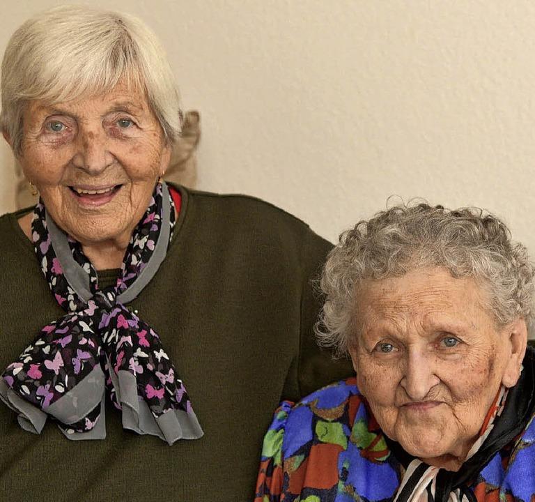 Die Schwestern Annelore Al-Ghazal (links) und Hedwig Horsch   | Foto: dpa