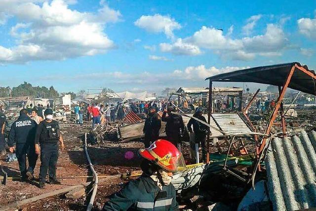 29 Menschen sterben bei Explosion auf Pyrotechnikmarkt