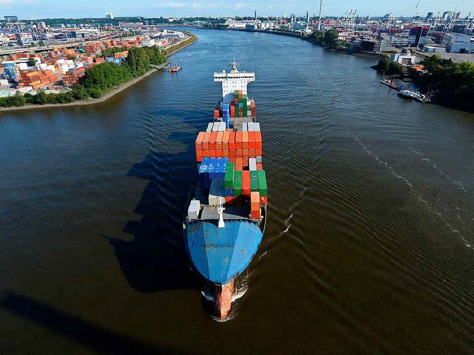 Hier sollen noch größere Containerschiffe fahren können.  | Foto: dpa