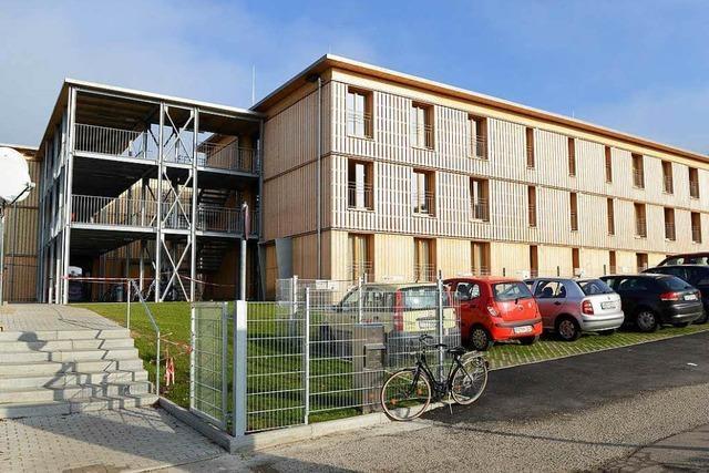 Studierende und Flüchtlinge wollen, dass gemeinsames Wohnprojekt verlängert wird
