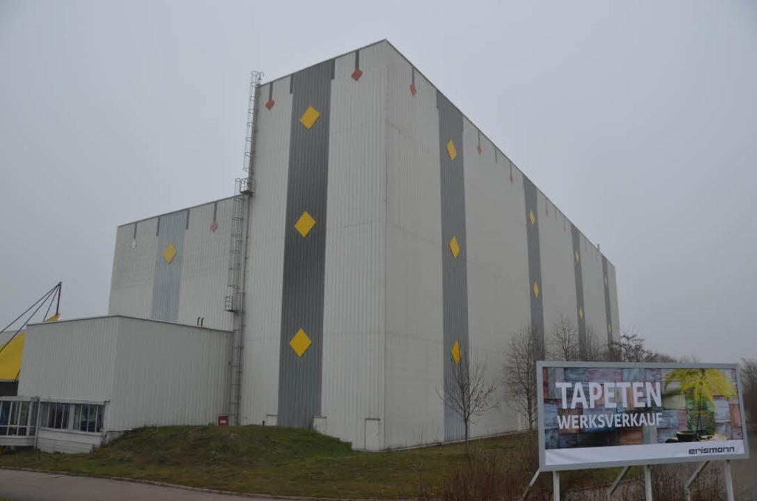 Die Breisacher  Tapetenfabrik Erismann...Jahr mit einem Anbau erweitert werden.  | Foto: Johannes Burkart