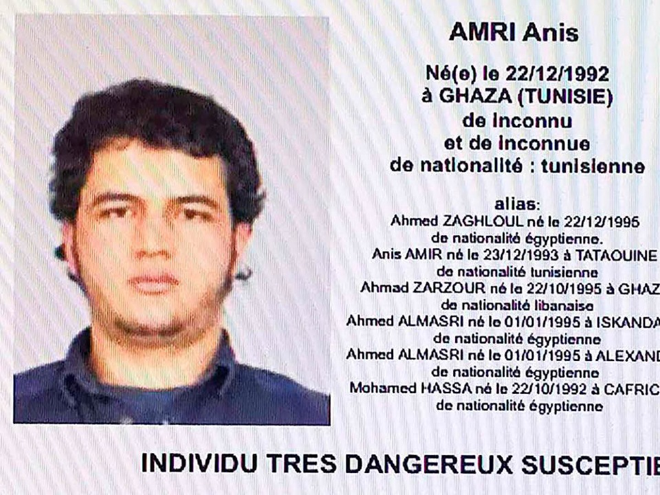 Mit diesem Handout wird nach dem Terrorverdächtigen Anis Amri gefahndet.    Foto: AFP