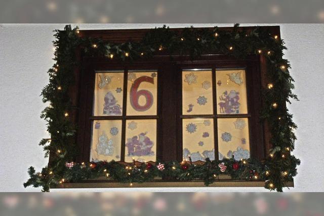 24 Adventsfenster im Dorf