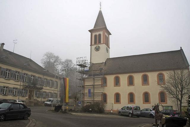 Neuer Glanz für alten Kirchturm