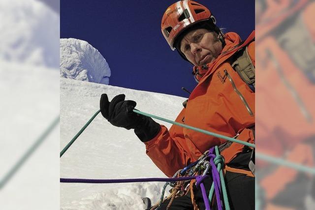 Bergsteiger zeigt Fotoschau