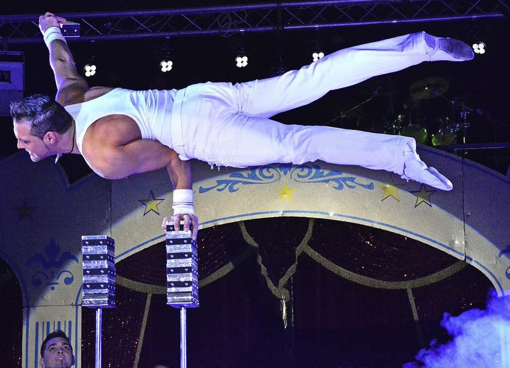 Atemraubende Handstand-Equilibristik von Robert Lagroni  | Foto: Barbara Ruda