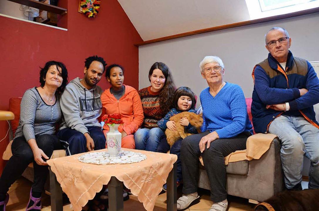 Sind zu einer Gemeinschaft zusammengew... Hidrom und Flüchtlingshelfer  Siefert  | Foto: Sarah Beha