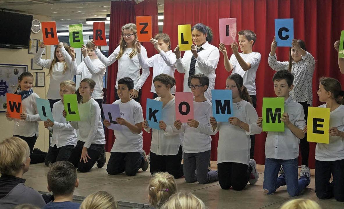 Die Hugo-Höfler-Realschule in Breisach... heißen Schüler ihre Gäste willkommen.  | Foto: Regina Maussner
