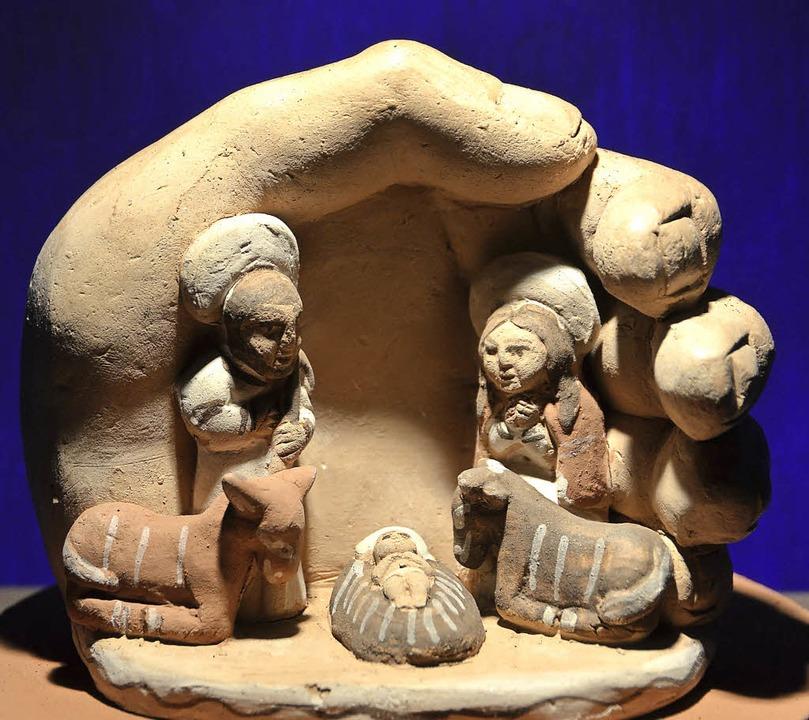 Eine Darstellung der Geburt Jesu aus Peru mit der schützenden Hand Gottes  | Foto: Anika Maldacker