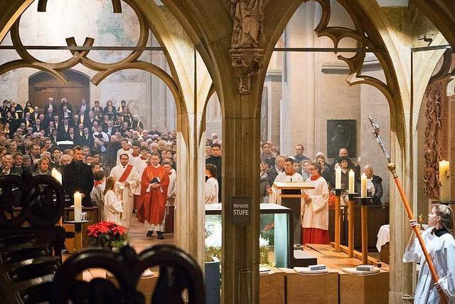 Kirchen antworten in den Weihnachtsgottesdiensten auf die Verunsicherung der Menschen mit Hoffnung und Liebe