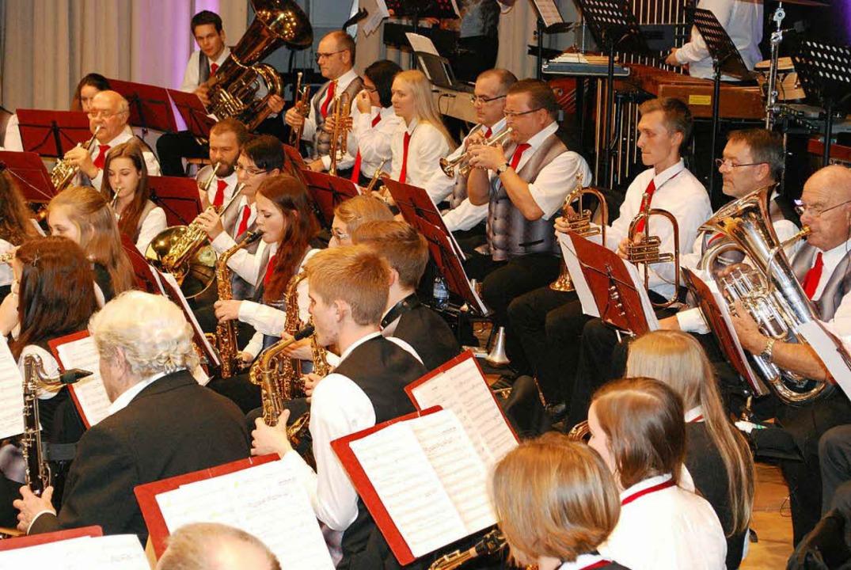 Eng ist's auf der Bühne beim großen Orchester!    Foto: Sylvia-Karina Jahn