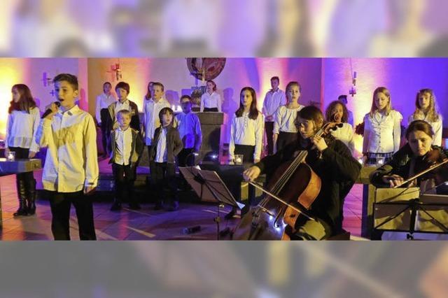 Lichteffekte und gewaltige junge Stimmen