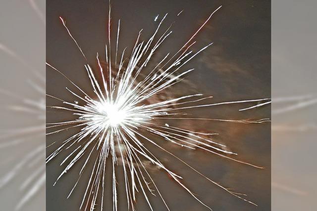Musik und Feuerwerk begleiten ins neue Jahr