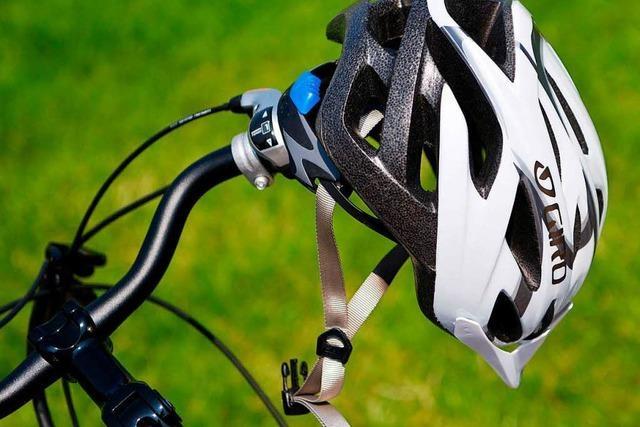 Fahrradhelm verhindert schlimmere Verletzungen bei Unfall im Grenzkreisel