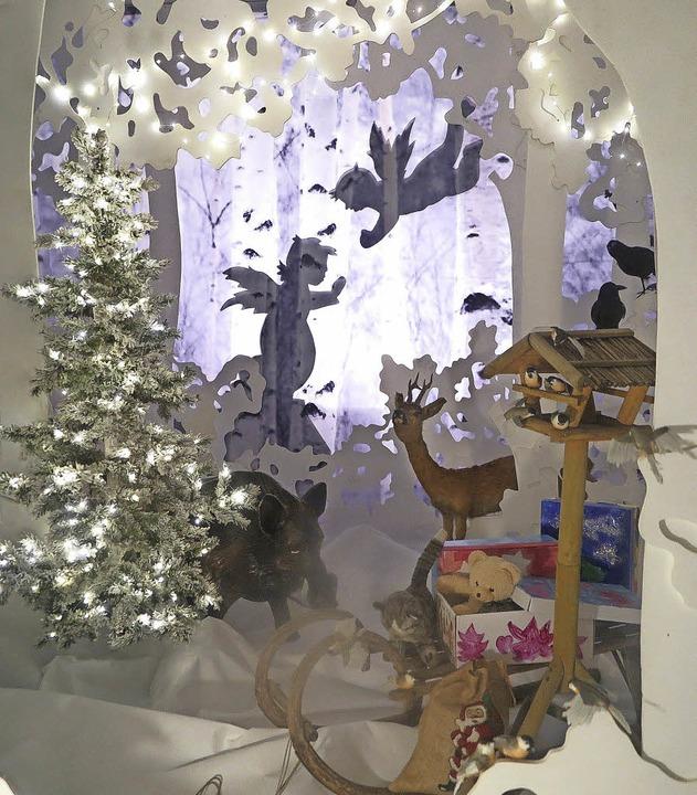 Märchenhafte Weihnachtslandschaft im Adventsfenster am Grißheimer Rathaus   | Foto: D. Philipp