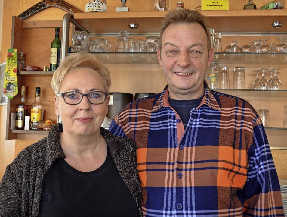 Andrea und Jürgen Karle beenden  nach ...rtsleutezeit im Pro-Vita in Müllheim.   | Foto: Sigrid Umiger