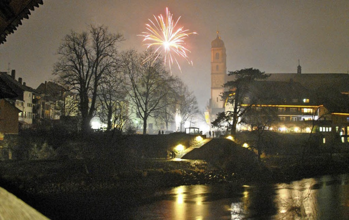 Zum Jahreswechsel 2015/16 wurde in Bad...ht überall ist das Feuerwerk erlaubt.   | Foto: RAlph Fautz