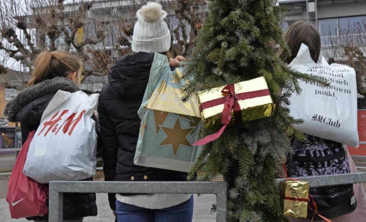 Weihnachten ist auch die Zeit des Gesc...elebung der Innenstadt festzustellen.   | Foto: Peter Gerigk
