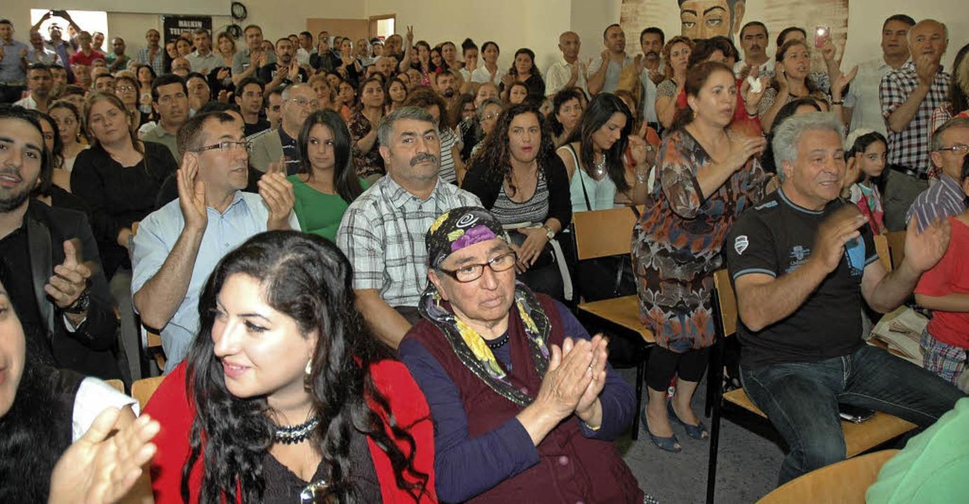 Die Veranstaltungen und Versammlungen sind stets sehr gut besucht.  | Foto: Regine Ounas-Kräusel