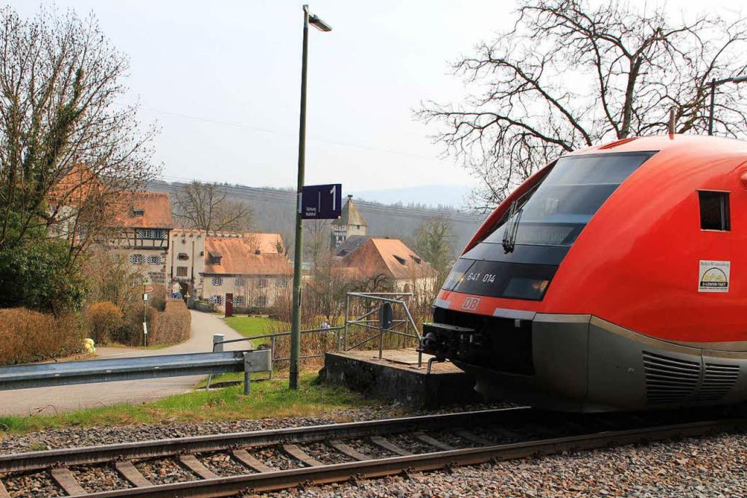 Viele Pendler nutzen den Bahnhalt Beuggen, um vom Auto auf den Zug umzusteigen.  | Foto: Bianca Fritz