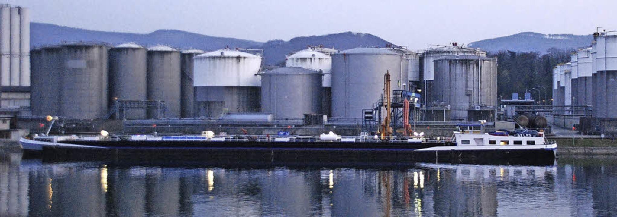 Ein gewaltiges Tanklager: der Auhafen   | Foto: Ralf Staub