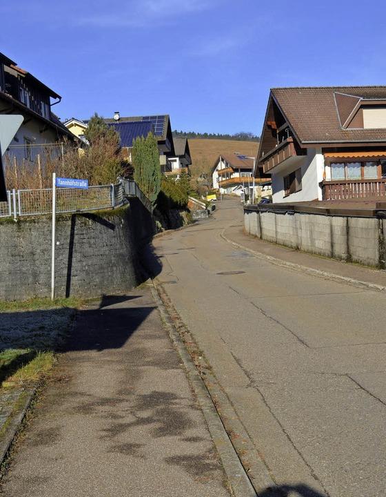 Die stellenweise schadhafte Tannhöfstraße soll 2017 saniert werden.    Foto: Nikolaus Bayer