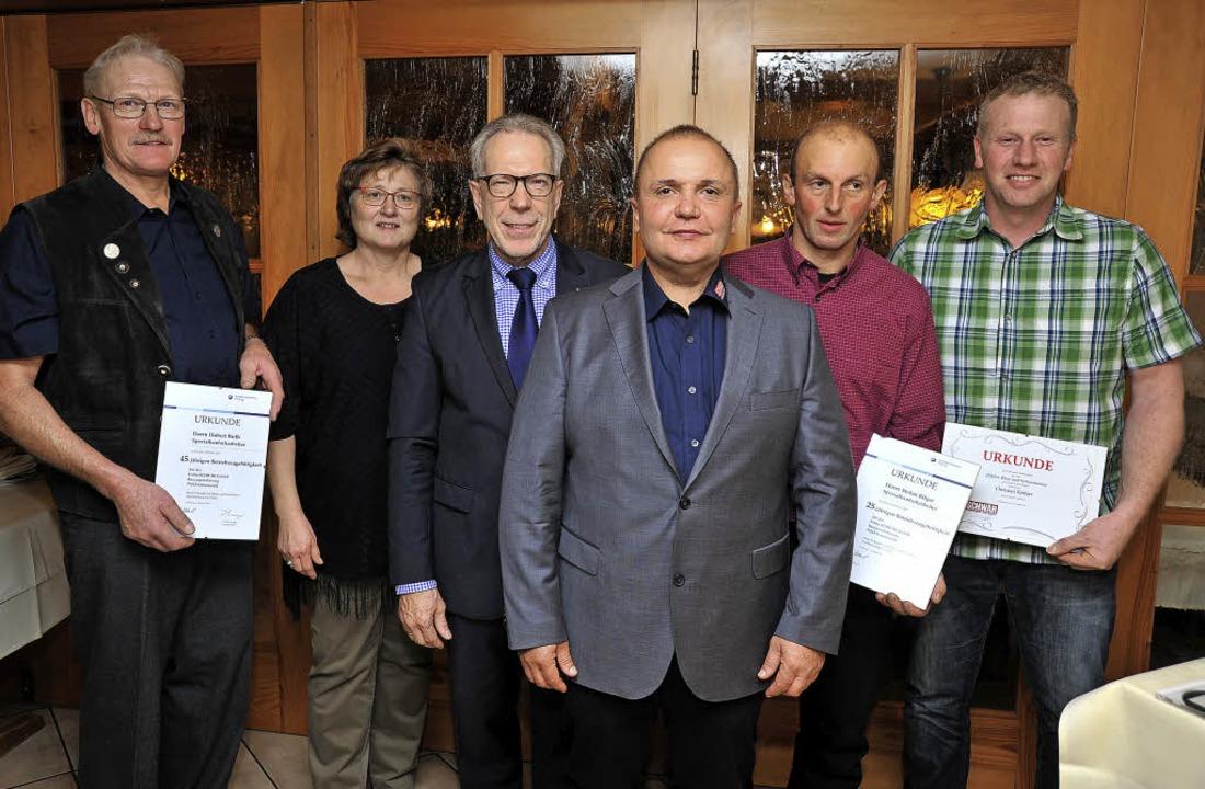 Firmenchef Michael Schwär (Mitte) und ...ger und Christian Zimber (von links).   | Foto: Horst Dauenhauer