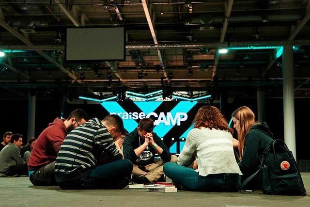 Tausende gläubige Teenager versammeln sich in Basel zum