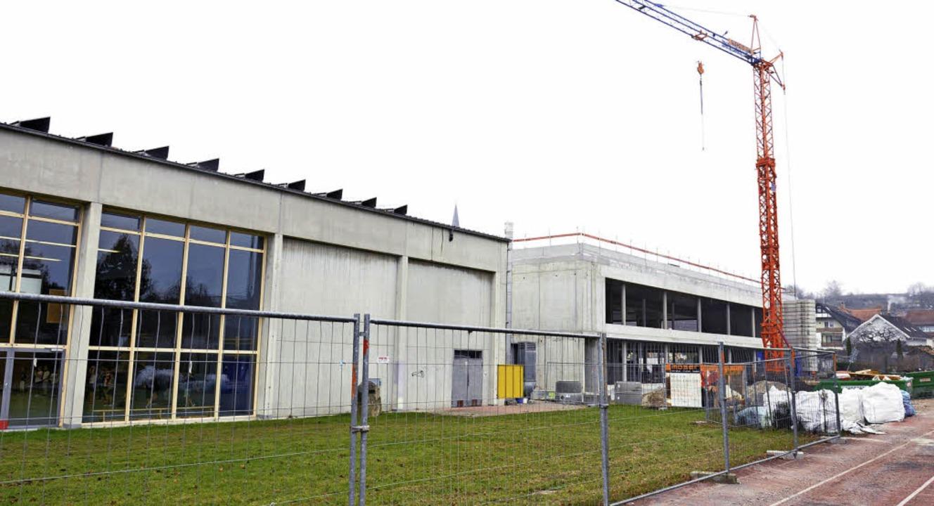 Die Erweiterung der Neunlindenschule  ...e größte Baustelle der Winzergemeinde.    Foto: Kai Kricheldorff
