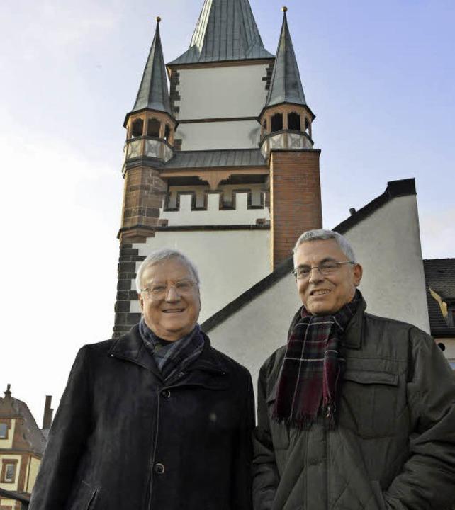 Die Stadtdekane vor einem der Freiburg...vangelisch, rechts) und das Martinstor  | Foto: Fotos: Michael Bamberger