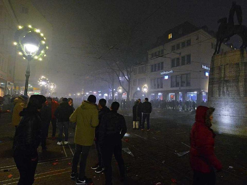 Der Bertoldsbrunnen war ein Anlaufpunk... die in der Innenstadt feiern wollten.  | Foto: Michael Bamberger