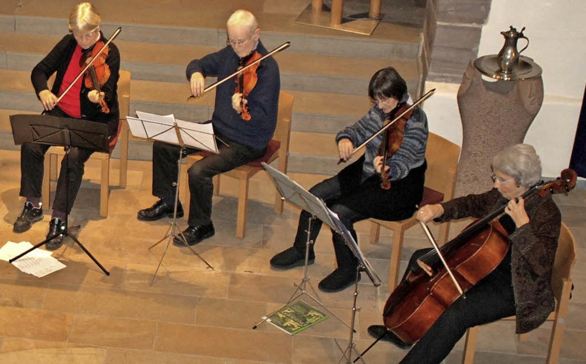 Diesmal spielten acht Musiker in der I... Gulaschsuppe und ein Viertele gab es.  | Foto: Rolf Reißmann