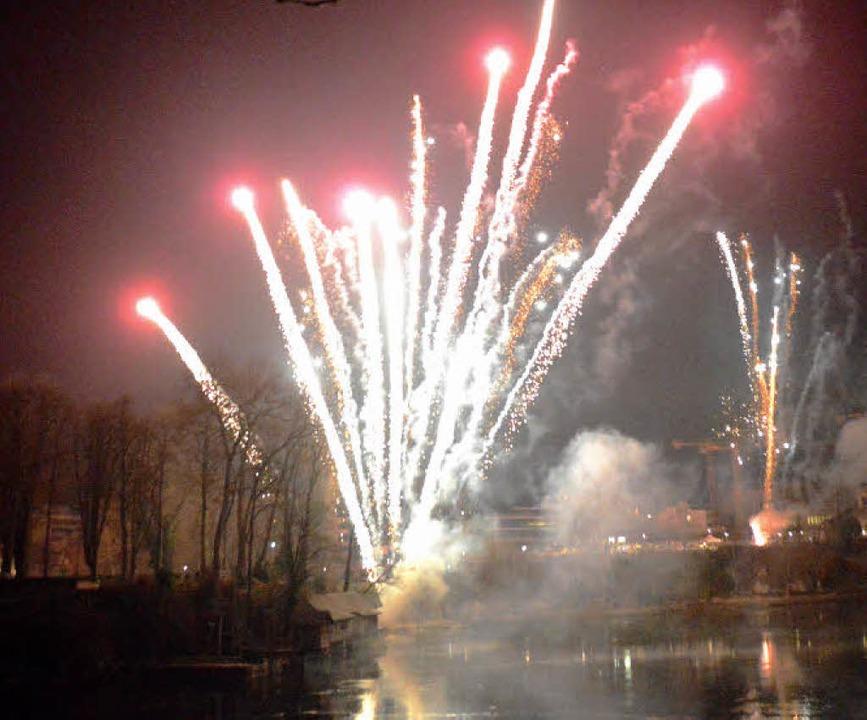 Das neue Jahr war zehn Minuten alt, al...el kostet jedes Jahr  rund 7000 Euro.     Foto: Horatio Gollin