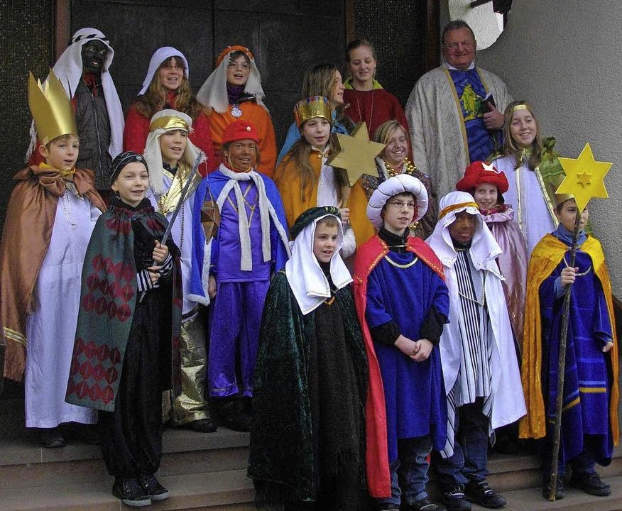 Zusammen mit Pfarrer Josef Dorbath (ob...l um Spenden für gute Zwecke bitten.      Foto: Privat
