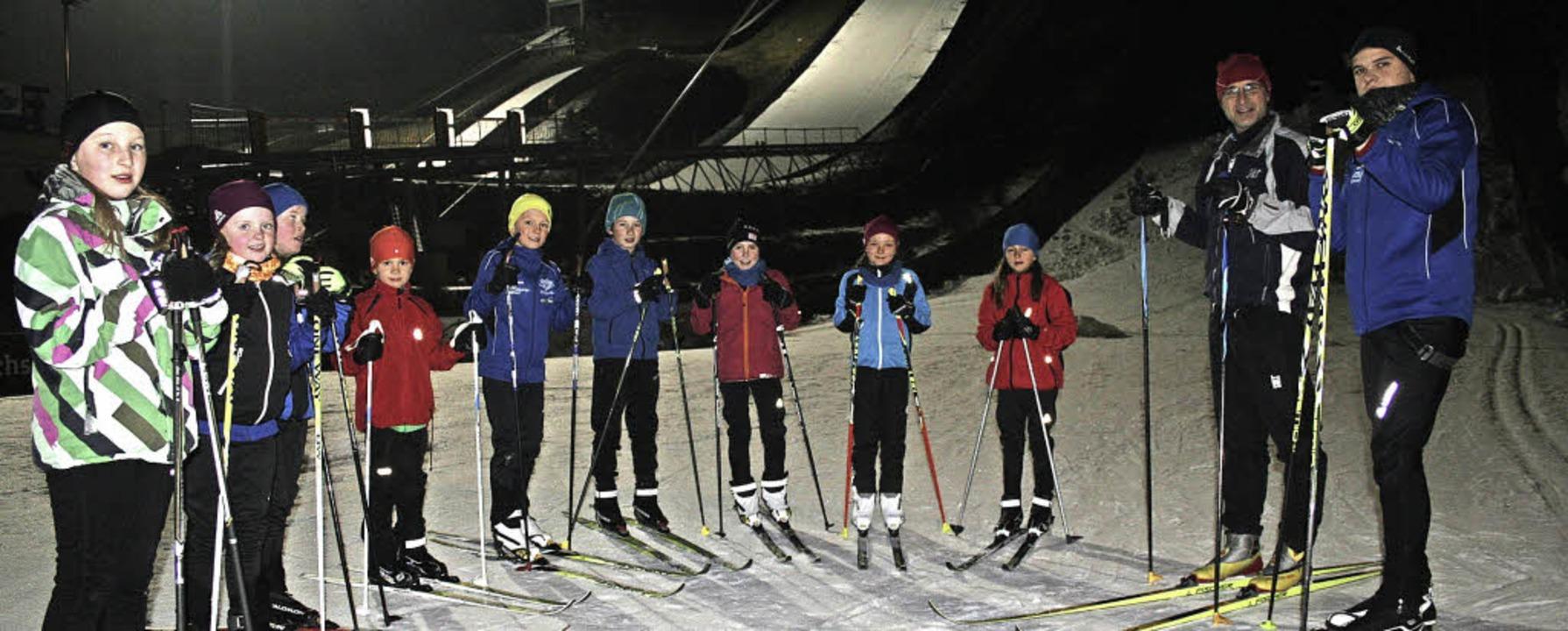 Der Nachwuchs des Skiclubs Hinterzarte...e Loipe aus Kunstschnee zum Training.     Foto: DIETER MAURER
