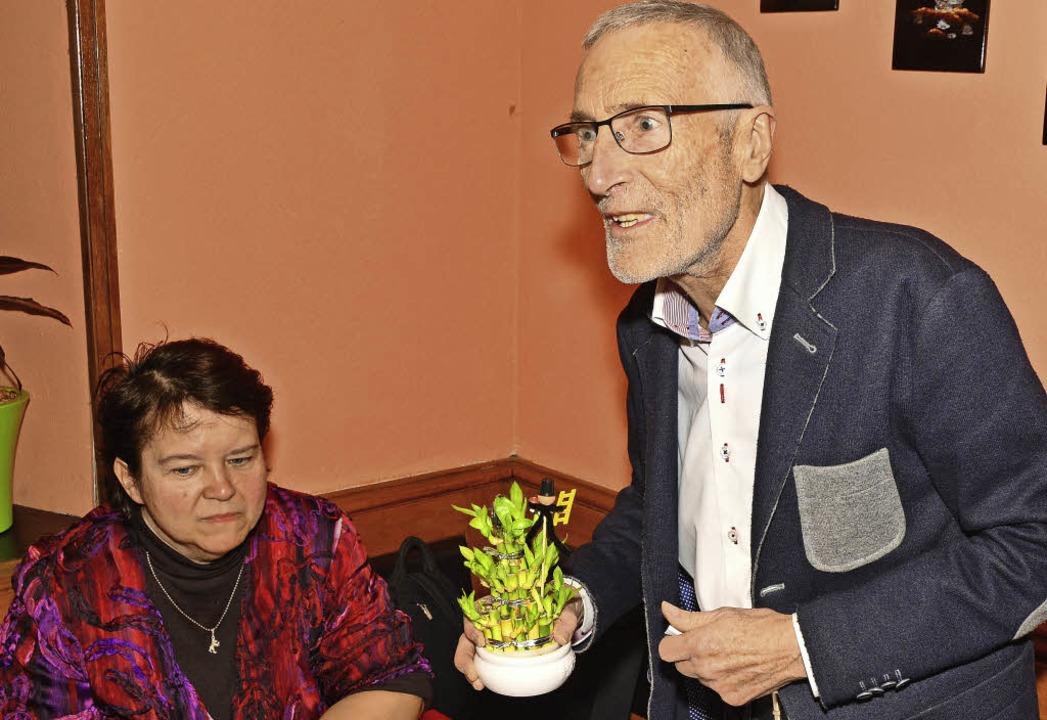 Karl-Friedrich Jundt-Schöttle präsentiert ein Projekt als zartes Pflänzchen.  | Foto: Dieter Erggelet